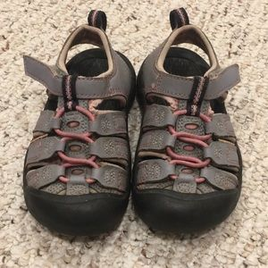 Keen Shoes - Keen sandals. Size 9 toddler. GUC.